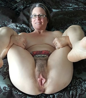 hottest bare women on bed